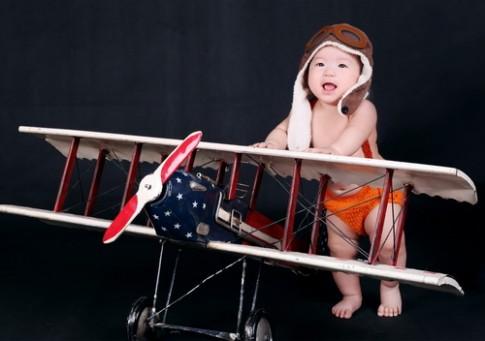 Phi công 6 tháng tuổi