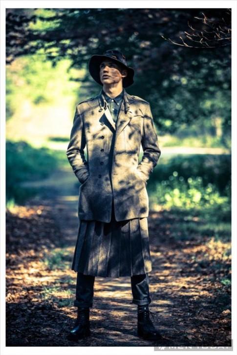Phong cách military trở lại trong bộ ảnh trên tạp chí Viva! Moda