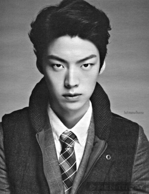 Phong cách thời trang trẻ trung và ấn tượng của Ahn Jae Hyun