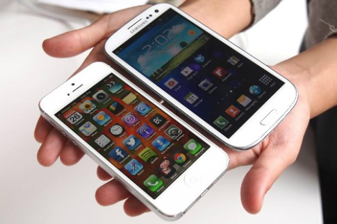 Pin iPhone 5S kém Galaxy S4 và Lumia 1020