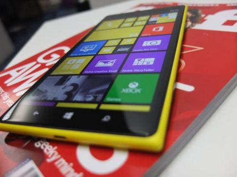 Pin 'khủng' trên chiếc phablet Lumia 1520