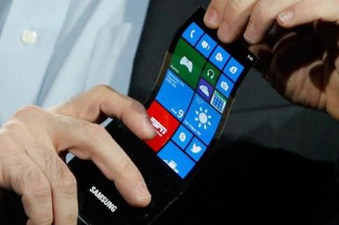 Samsung hoãn ngày bán điện thoại màn hình dẻo