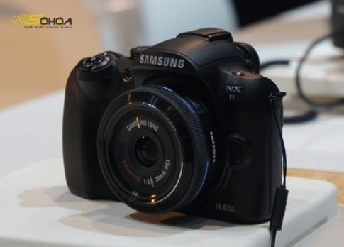 Samsung NX100 và NX11 lộ diện tại CES