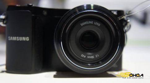 Samsung NX200 cảm biến 20,3 'chấm'