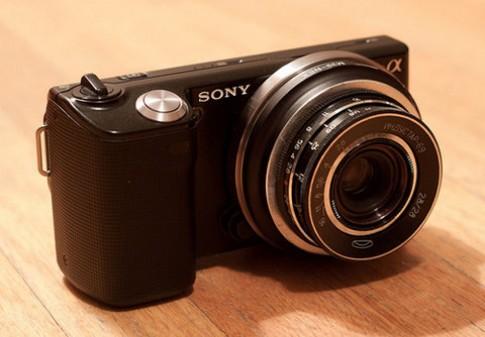 Sắp có ống kính giá rẻ cho máy Micro Four Thirds và NEX