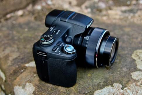 Siêu zoom 30x dùng cảm biến CMOS của Sony