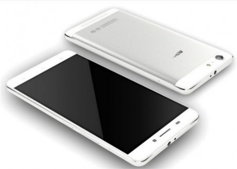 Smartphone Android dau tien co pin kep dung 4 ngay