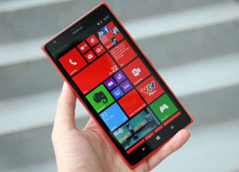 Smartphone đỏ rực rỡ mùa Giáng sinh