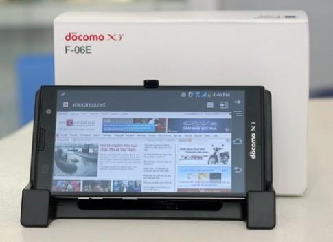 Smartphone Full HD chụp hình 16 'chấm' của Fujitsu