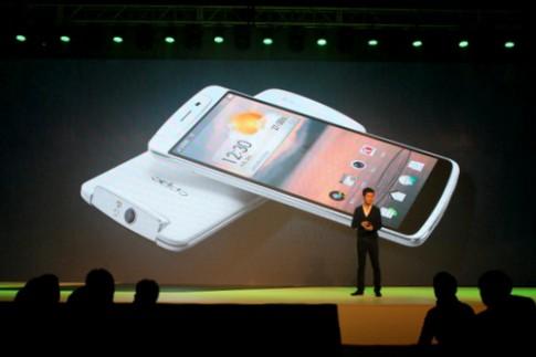 Smartphone Full HD đầu tiên tích hợp camera xoay 206 độ