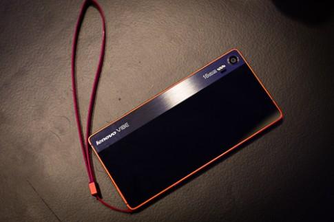 Smartphone lai máy ảnh, kiểu dáng thời trang của Lenovo