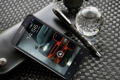 Smartphone lõi tứ Revo HD4 tiếp tục hút khách vì giá 'siêu rẻ'