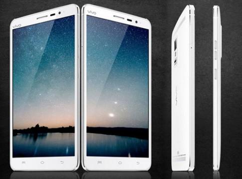 Smartphone màn hình QHD nét nhất thế giới trình làng