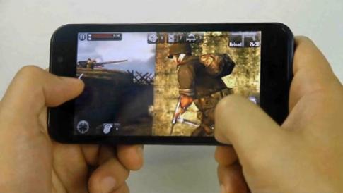 Smartphone RACER trình diễn khả năng chơi game