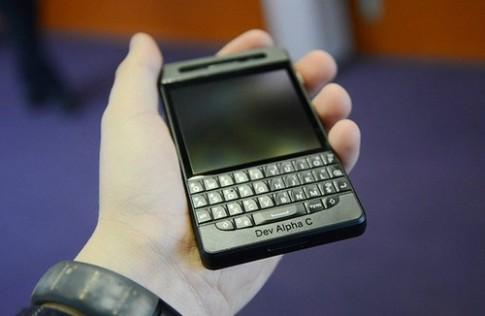 Smartphone tiền thân của BlackBerry Q10 xuất hiện