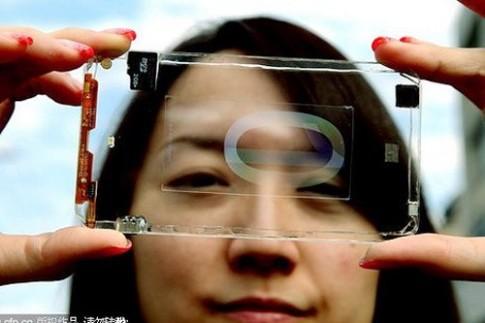 Smartphone trong suốt đầu tiên trên thế giới