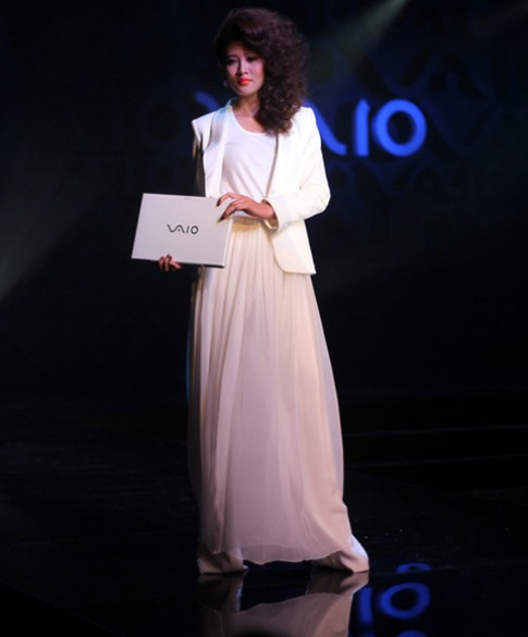 Sony Vaio S và người đẹp Việt