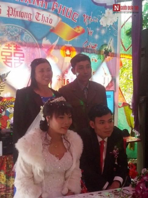Tận lúc đón dâu, cô gái xinh đẹp lấy chồng tàn tật suýt bị hủy hôn