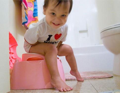 Tập ngồi bô quá sớm có hại cho trẻ