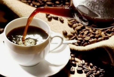 Thai phụ uống cafe, con dễ thiếu cân