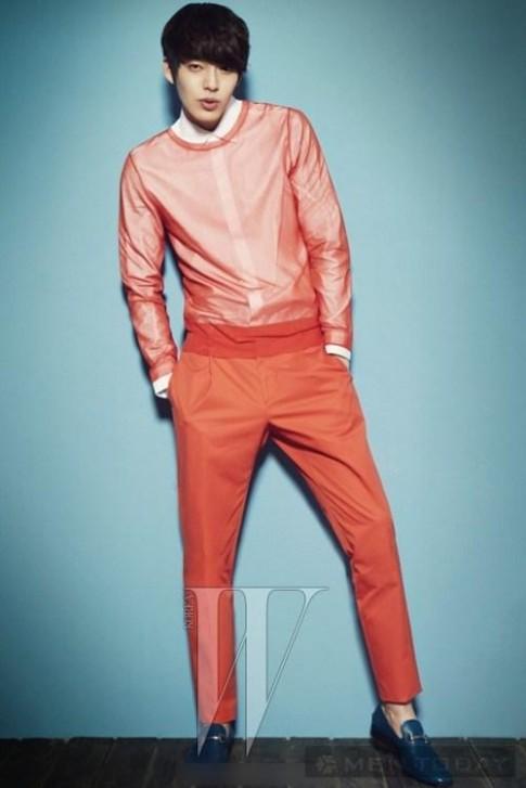 Tham khảo phong cách thời trang nam tính, cuốn hút của Kim Woo Bin
