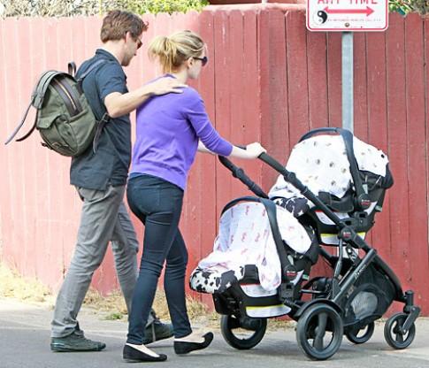 Thời điểm tốt để đưa bé sơ sinh đi dạo