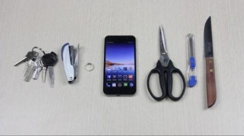 Thử độ bền màn hình smartphone Việt giá rẻ