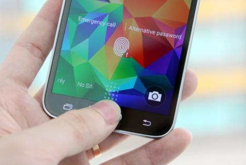 Thử mở khóa bằng vân tay và đo nhịp tim trên Galaxy S5