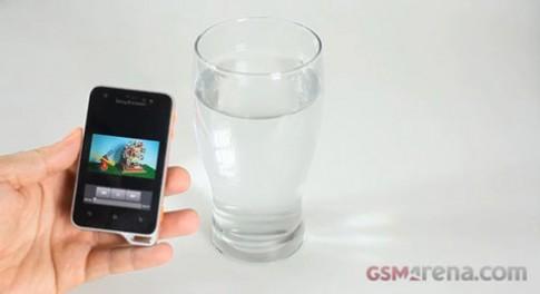 Thử nghiệm khả năng chịu nước của Xperia active