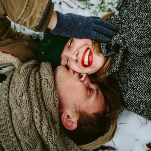 Tình yêu vốn dĩ không đem lại đau khổ, chỉ là chúng ta tự làm khổ mình...