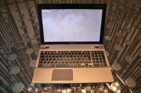 Toshiba ra loạt laptop Satellite P8 màn hình 3D