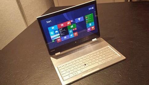 Toshiba trình diễn máy tính lai với bàn phím tháo rời