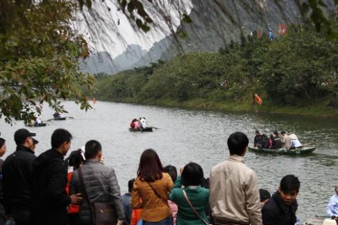 Tràng An, Vân Long đổi tuyến tham quan để tránh đoàn phim 'King Kong'