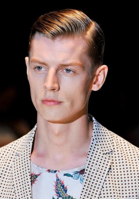 """Tự tạo kiểu tóc """"quý tộc"""" của Gucci tại nhà"""
