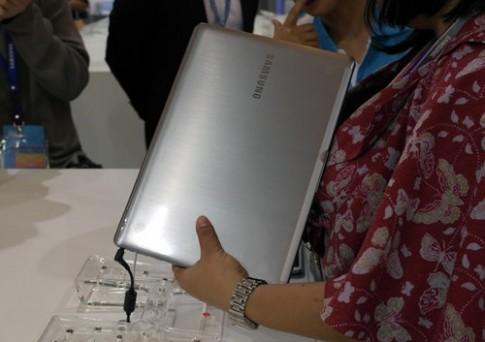 Ultrabook màn hình cảm ứng Full HD 13 inch của Samsung