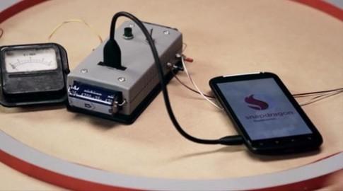 Video smartphone Snapdragon S4 sạc điện từ côn trùng