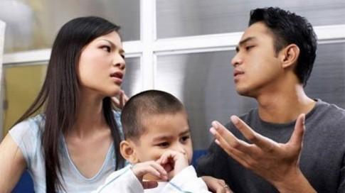 """Vợ không chịu về quê ăn Tết vì... không có """"cây"""" đồ hiệu cho 2 mẹ con"""