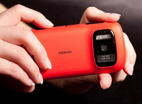 Windows Phone đầu tiên của Nokia dùng camera 41 'chấm'