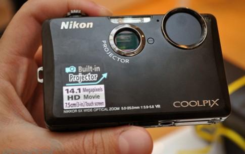 Xem camera kiêm máy chiếu của Nikon trình diễn