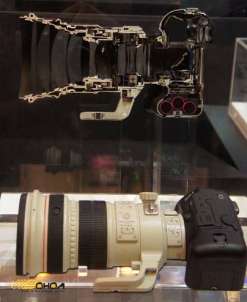 Xem nội thất ống kính Canon EF 200mm và 1D Mark IV