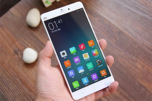 Xiaomi dùng chảo đập bẹp camera lồi của iPhone 6 Plus