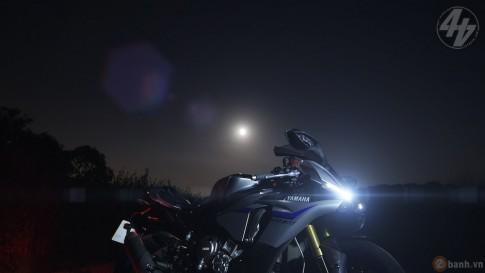 Yamaha R1M huyền bí trong bộ ảnh tuyệt đẹp trong đêm