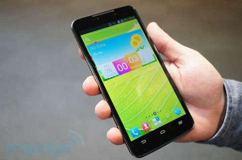 ZTE Grand Memo - smartphone đầu tiên dùng chip Snapdragon 800