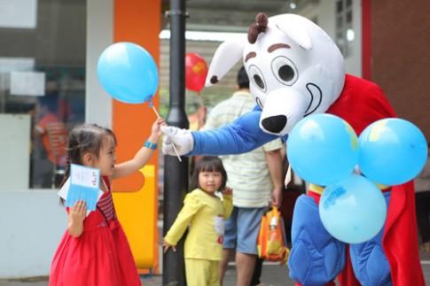 3.000 trẻ thưởng thức vở kịch dũng sĩ tiêu diệt virus