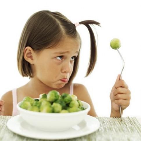 4 kiểu bố mẹ qua cách cho con ăn