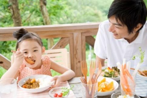 6 lưu ý cho trẻ ăn uống ngày hè tránh bệnh