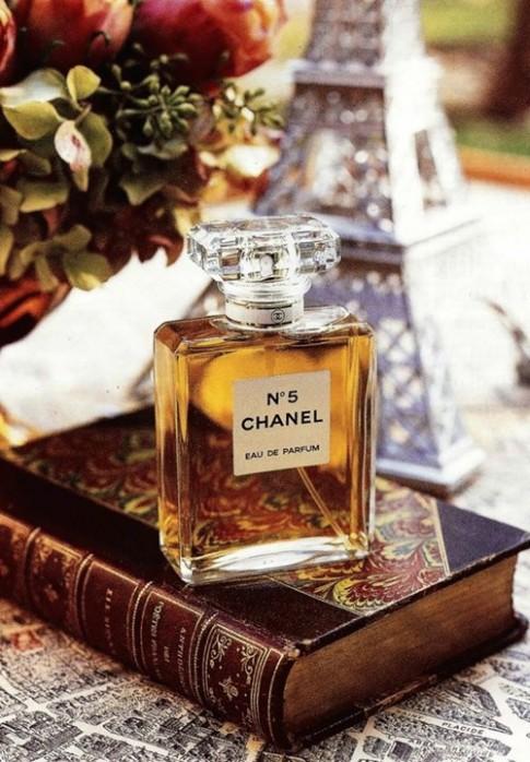 6 mùi hương kinh điển tạo nên vẻ quyến rũ khó quên của phụ nữ Pháp