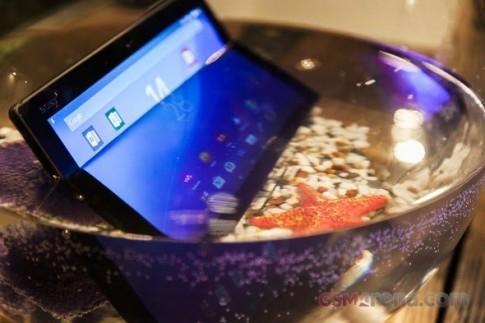 Ảnh cận cảnh tablet siêu mỏng Xperia Z4 Tablet