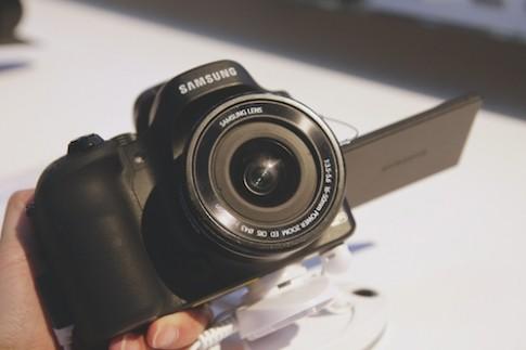 Ảnh thực tế bộ đôi Galaxy Camera 2 và NX30