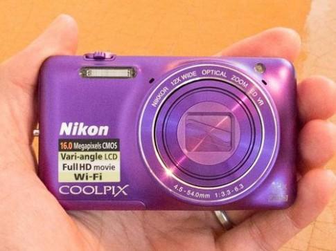 Ảnh thực tế Nikon Coolpix S6600 với màn hình lật xoay